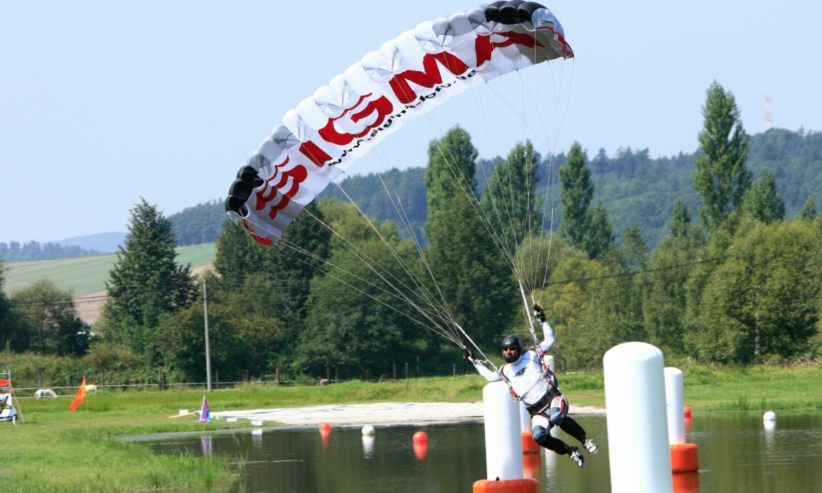 Skydiving in Yekaterinburg - an excellent hobby for these extreme people