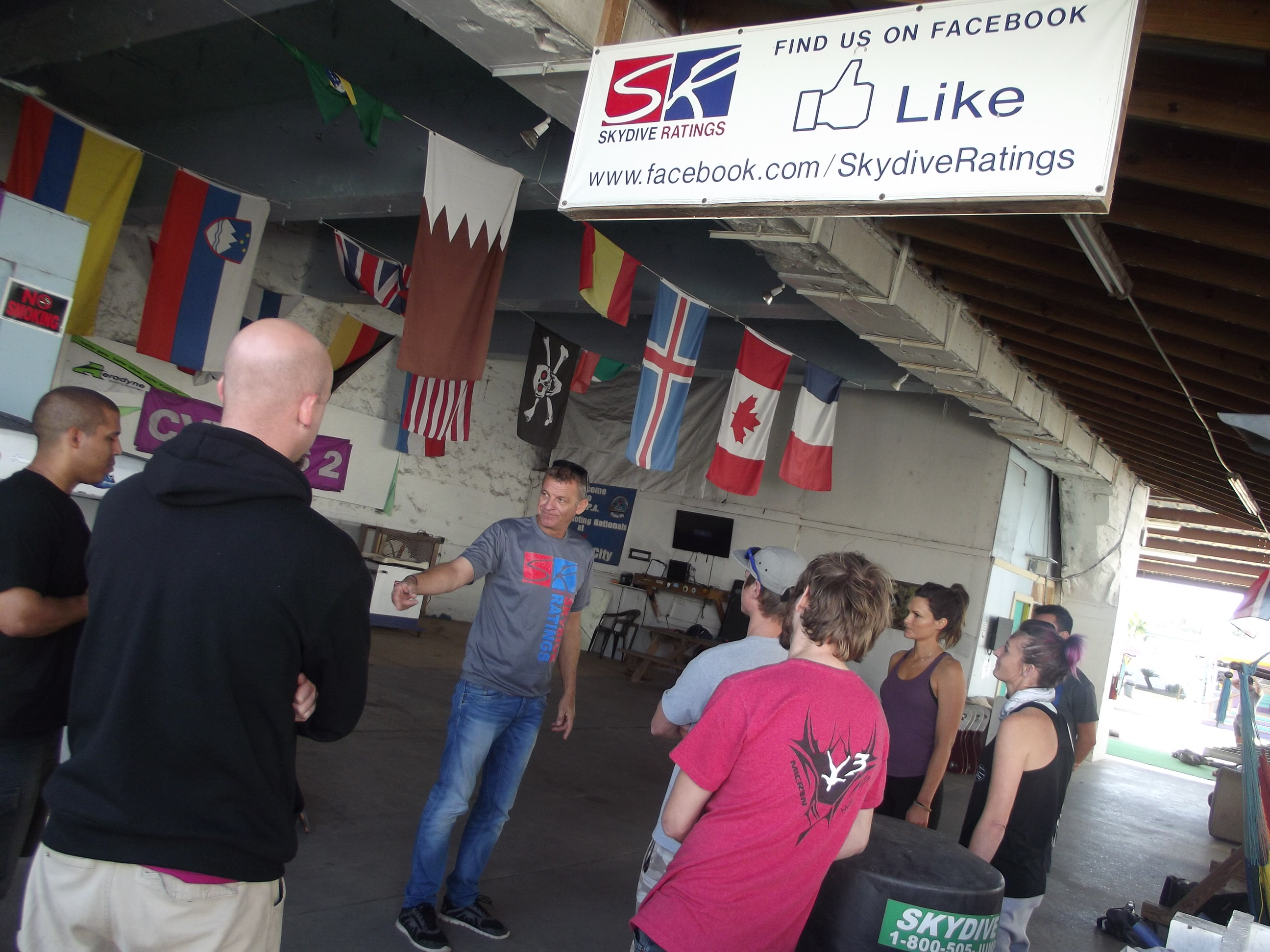 Bram teaches a class at Skydive Ratings