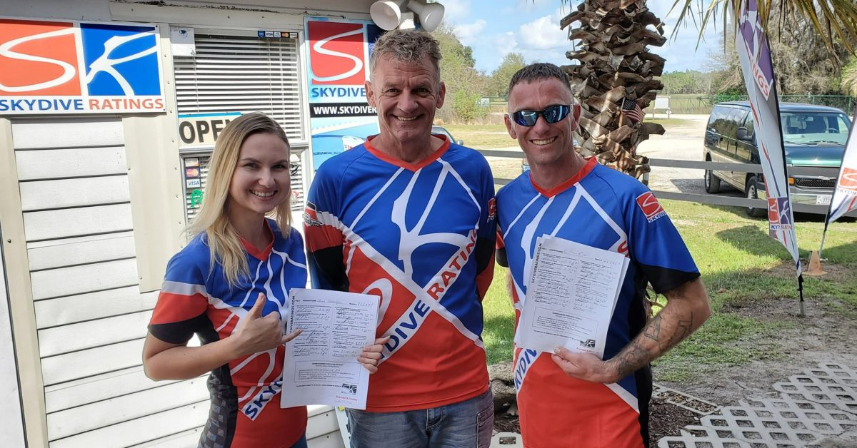 Bram smiles with two instructors from Skydive Ratings